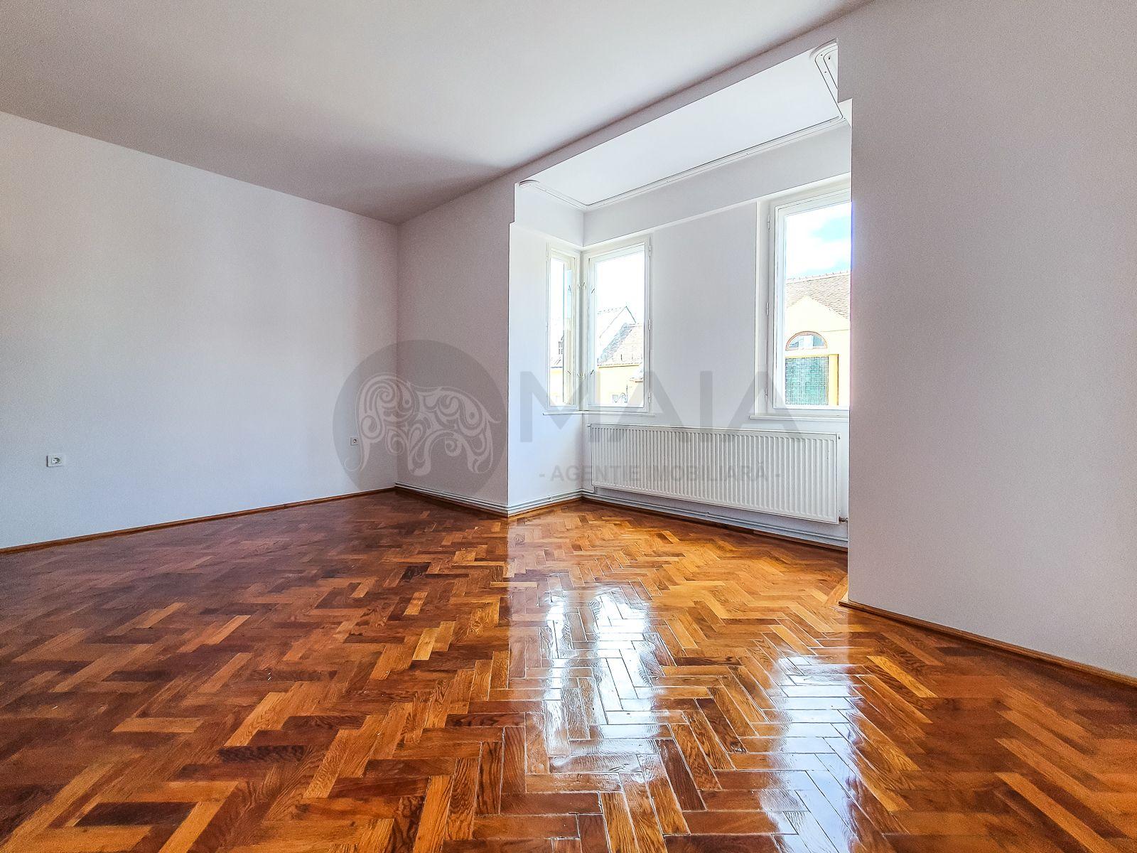 Apartament 3 camere nemobilat,100mp, et.1,renovat,parcare,Ultracentral