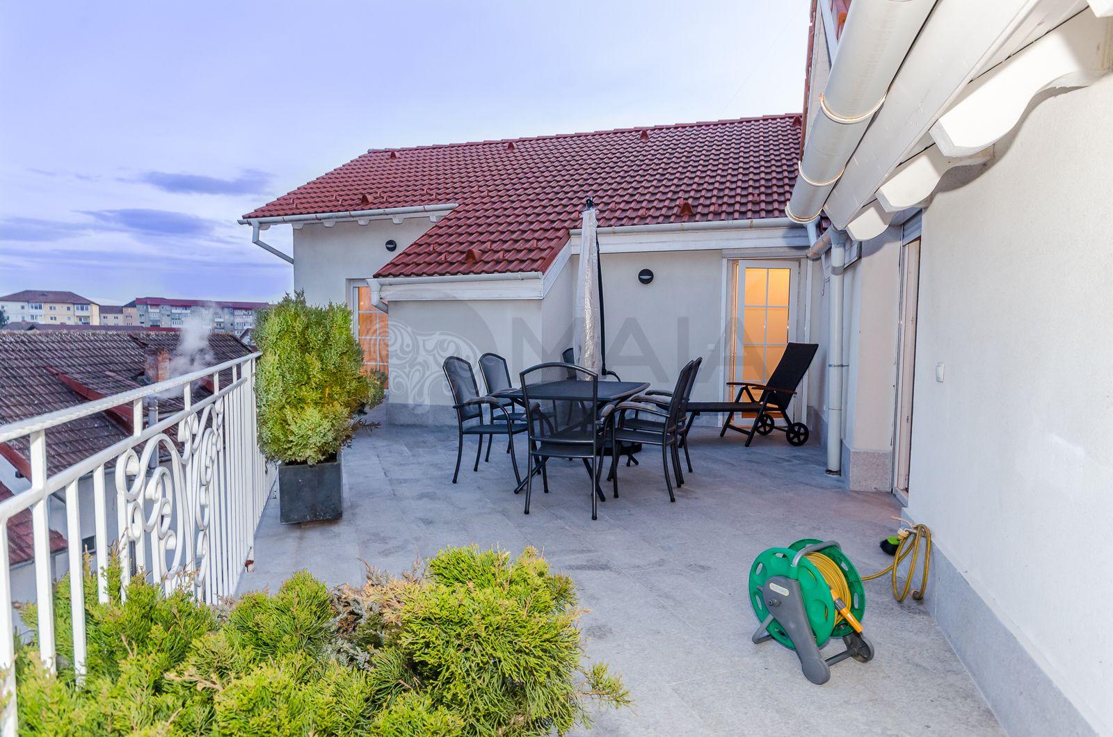 Penthouse 4 camere, 2 bai, 220 mp utili + 50 mp terasa,Calea Dumbravii