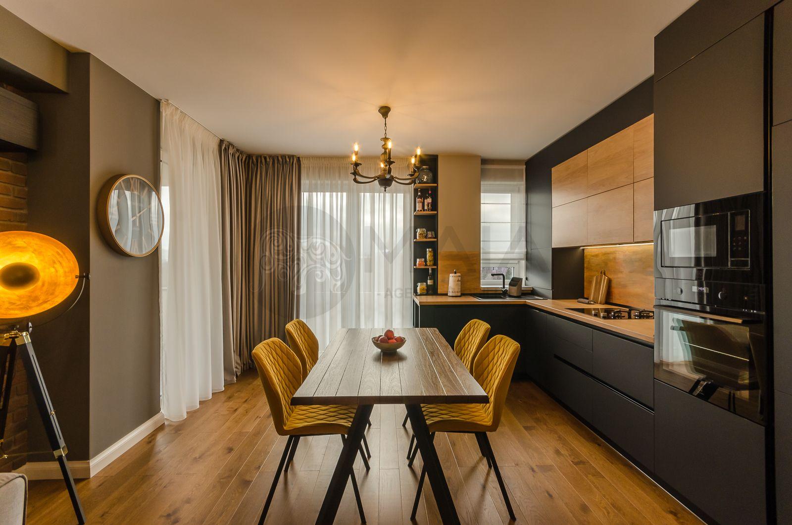 Apartament 3 camere, mobilat de lux, totul nou, terasa, garaj, Central