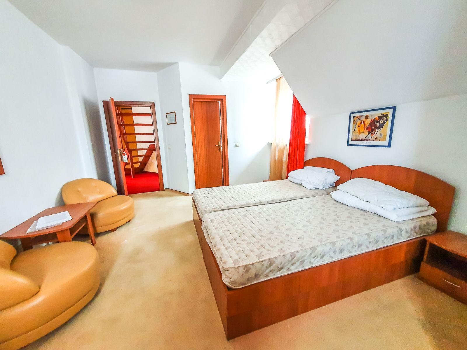 Casa/Pensiune DS+P+E+M 5 camere, 8 bai, 500 mp utili, parcul Sub Arini
