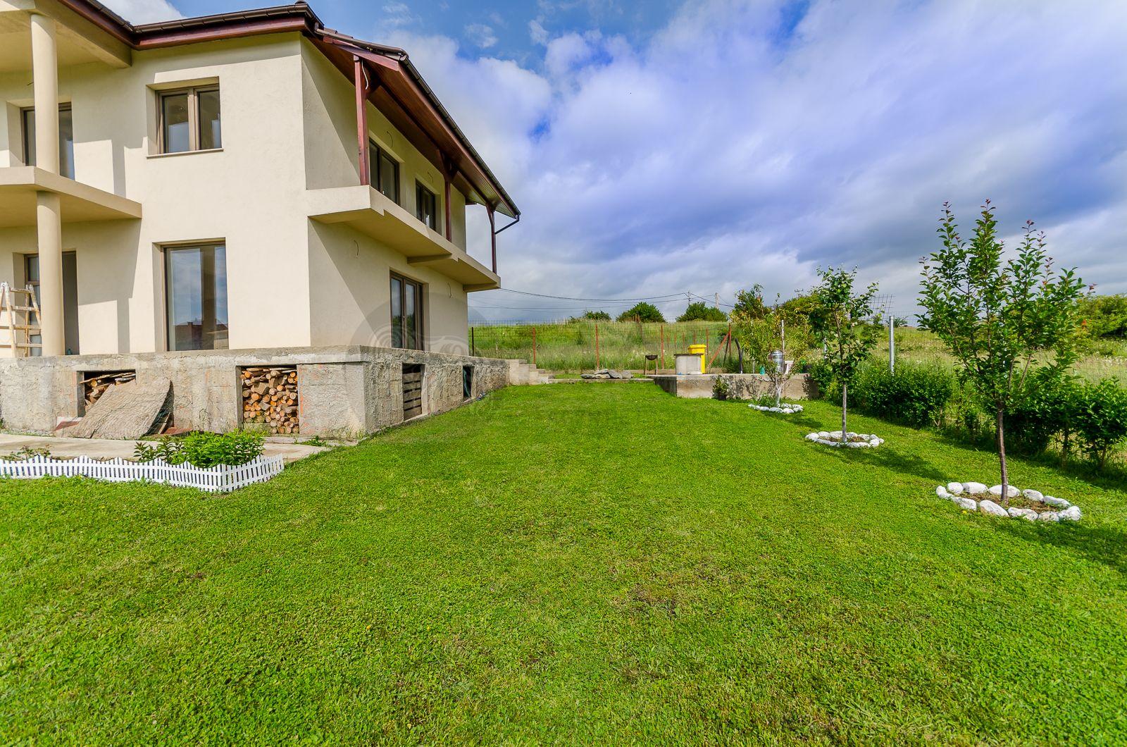 Casa constructie noua, 4 camere , 2 bai, teren 774 m, Daia Noua