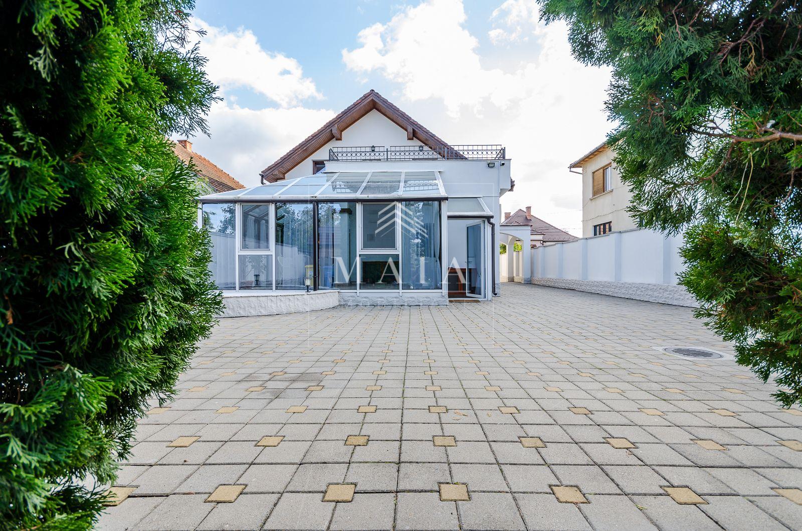 Vila cu 4 camere, renovata, 1000 mp teren, jacuzzi, Trei Stejari